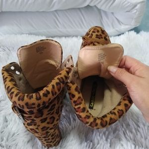 Chase + Chloe Shoes - Awesome leopard combat heel boots